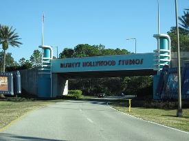 road-entrance-hollywood-studios-orlando-florida
