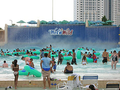 waterfall-wet-n-wild-waterpark-orlando